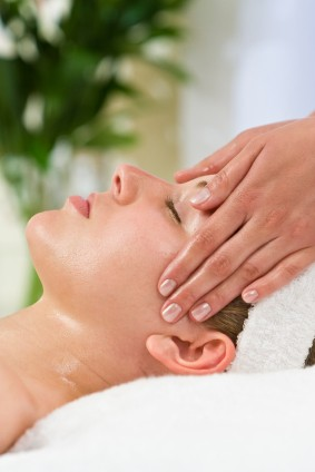 1hr BNS Massage & Facial